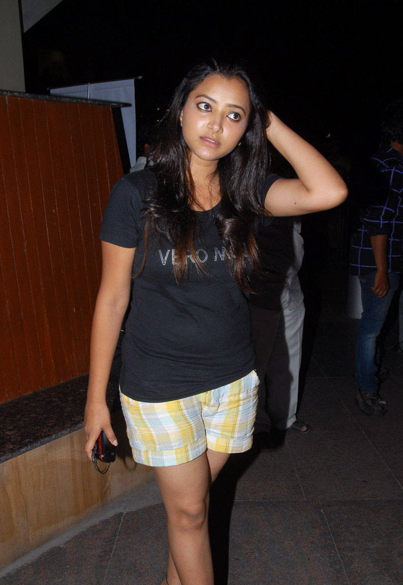 SWETHA BASU PRASAD IN SHORTS AT SANTOSHAM AWARDS gallery pictures
