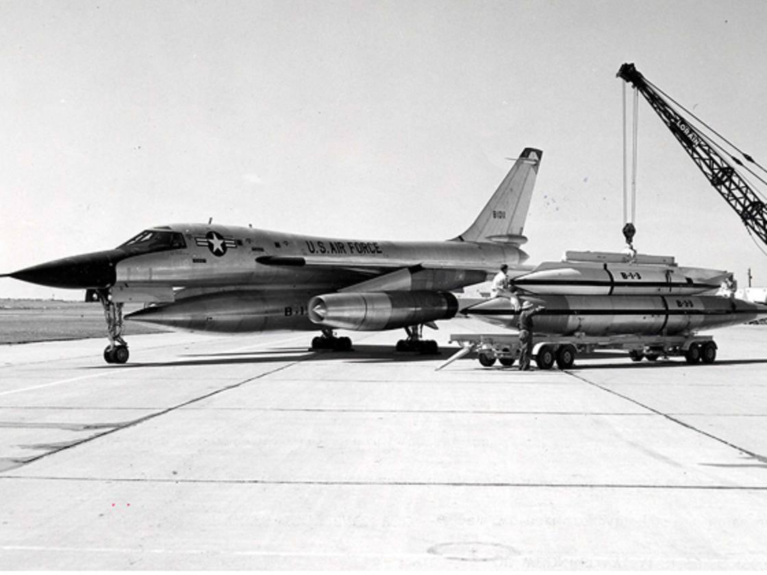 La reunión entre Eisenhower y los extraterrestres I-II-III