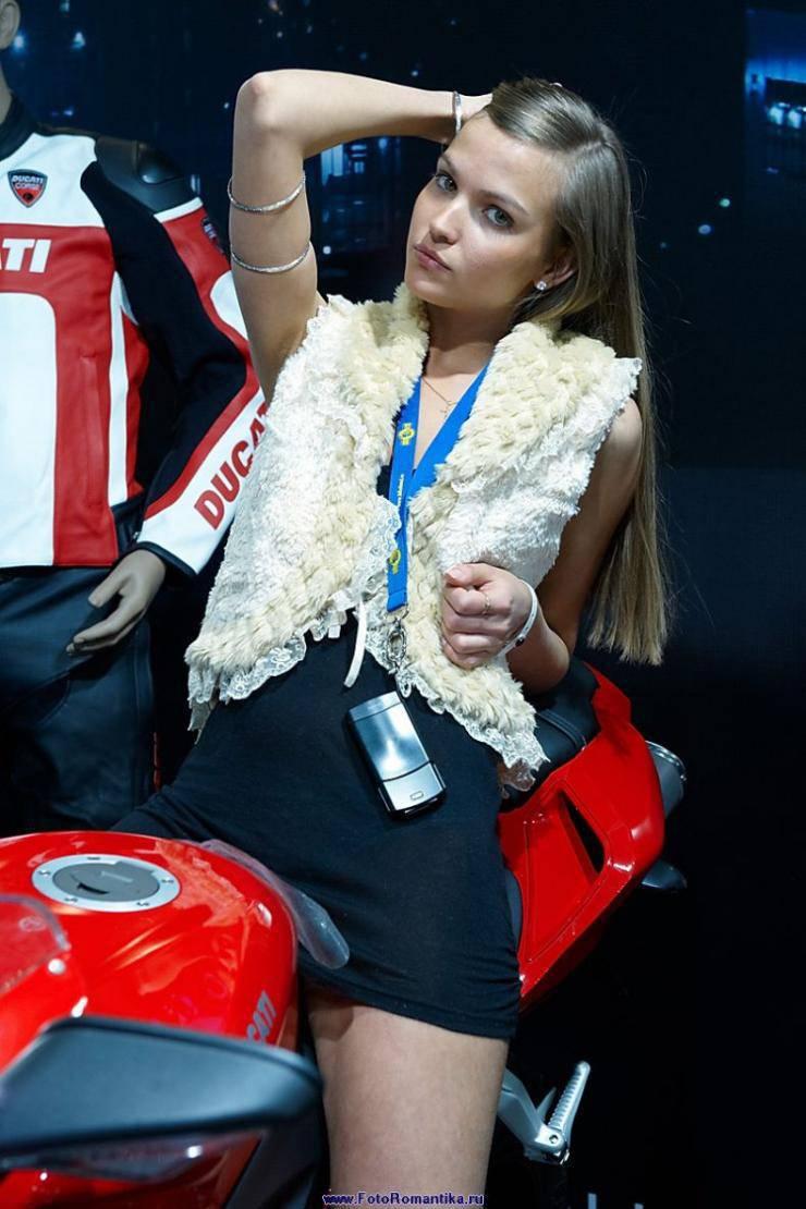 Dziewczyny z pokazów motocyklowych 27