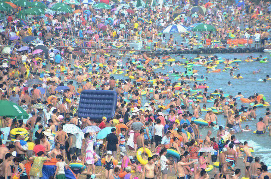 W upalny dzień na chińskiej plaży 9