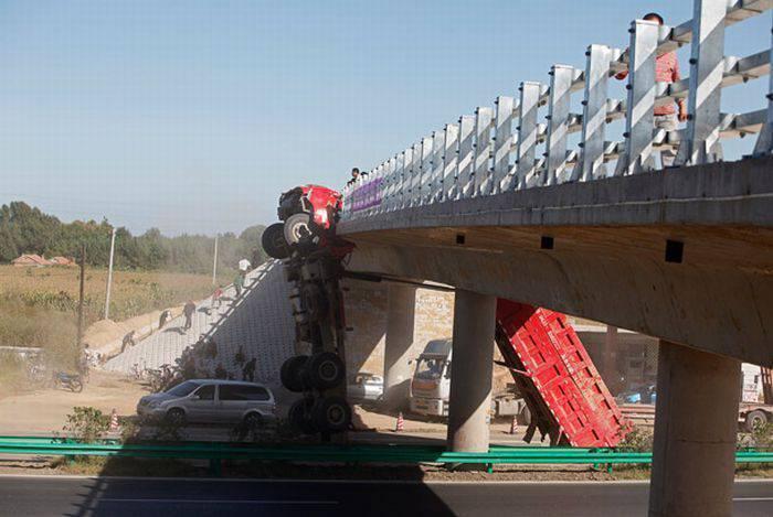 Niecodzienny wypadek ciężarówki 4