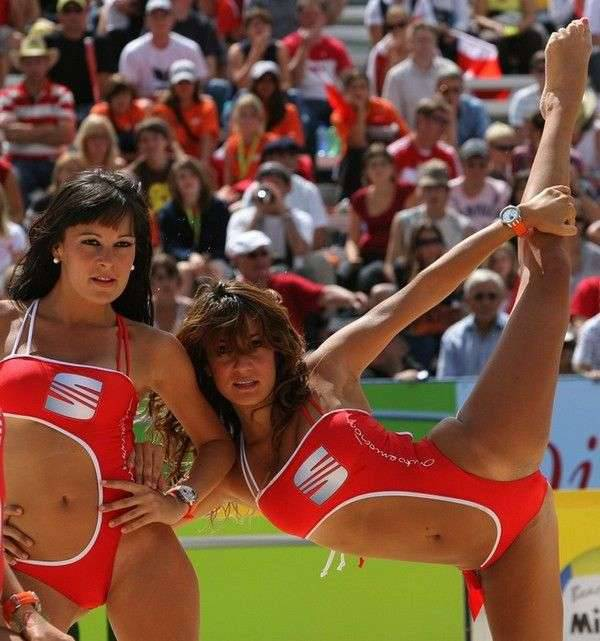 Cheerleaderki na plaży 8