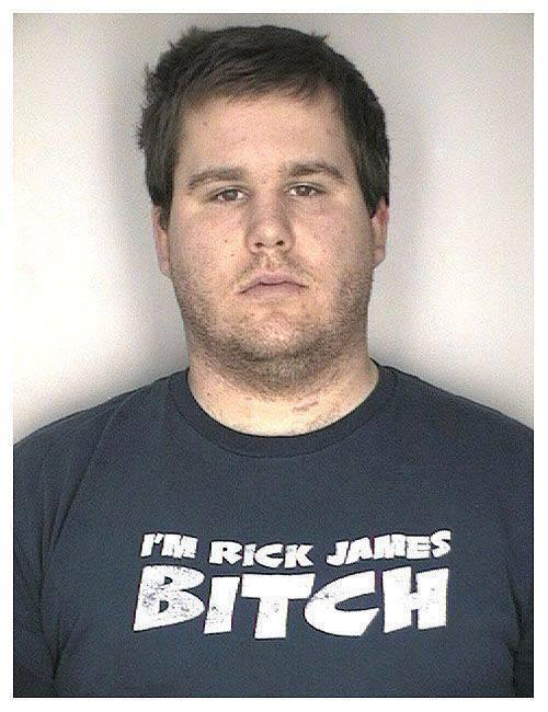 Aresztowani w ironicznych koszulkach 25