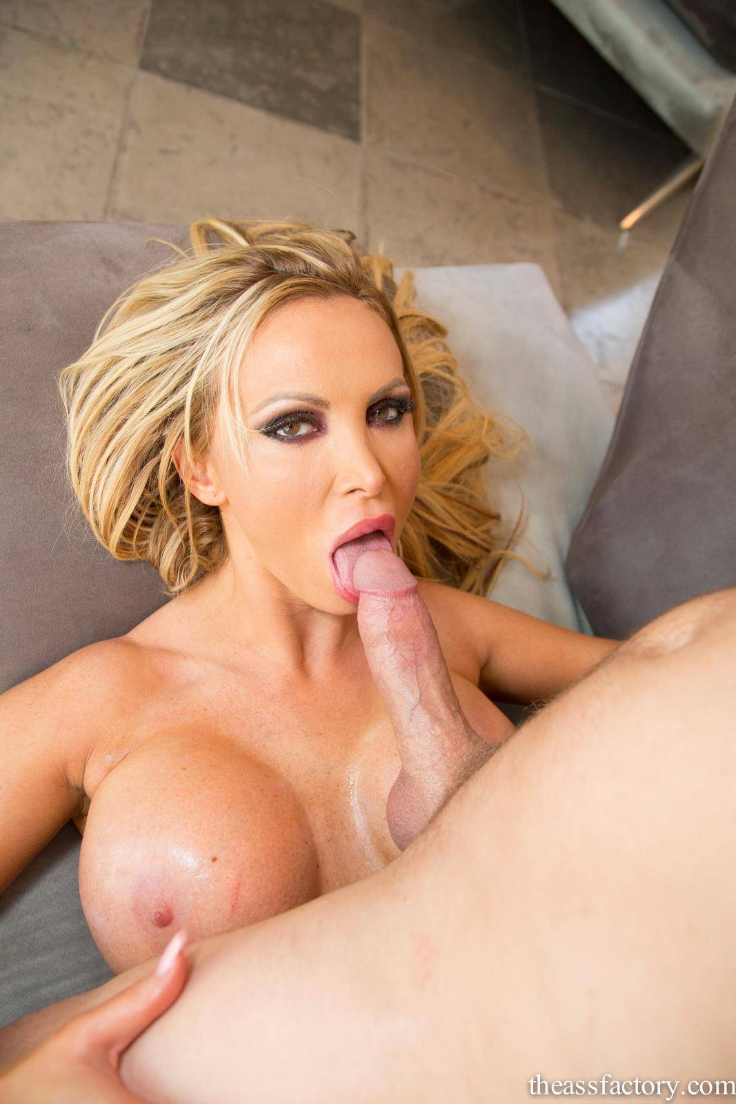Nikki Benz - Big Tit Oil Slick (2013) [HD 720p]