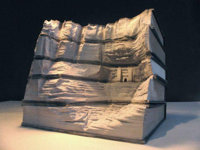 Rzeźby w książkach 3