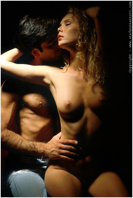 мужчина ласкает женскую грудь смотреть онлайн