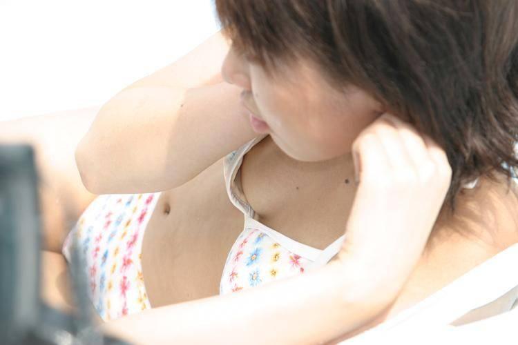 Xem phái đẹp hớ hênh lộ ngực