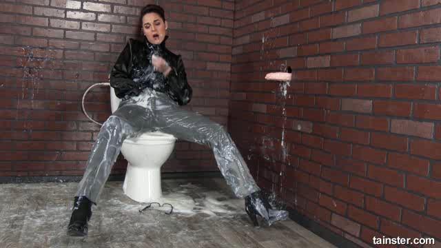 SlimeWave 18 04 09 Bathroom Inspection Gets Blasted Away By Spunk XXX
