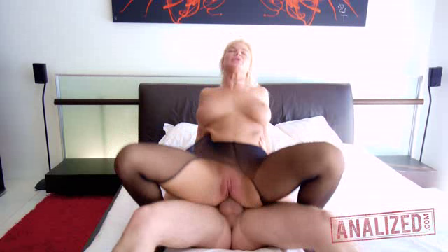 Analized 18 06 14 London River Gets Her MILF Ass Ruined XXX