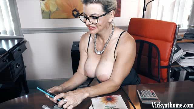 VickyAtHome 18 06 15 Selfie Slut XXX