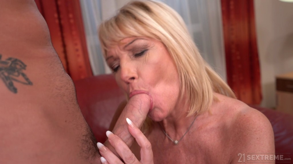 LustyGrandmas 20 07 02 MILF Amy Room Service With Extras XXX 1080p MP4-KTR